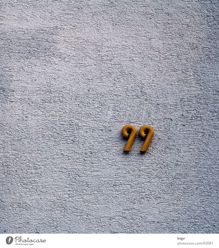 99 House number Digits and numbers Wall (building) Route 66 White Tidy up Plaster Gold ninety-nine Loneliness