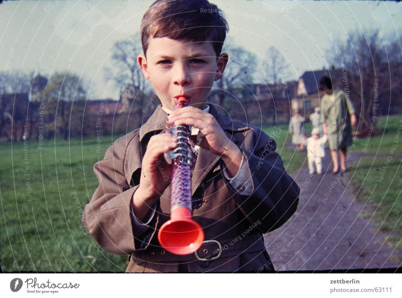 Child Joy Boy (child) Music Family & Relations To go for a walk Peace Year Wind instrument Musical instrument Sixties Woodwind instrument Saxony Sunday Town Folklore music