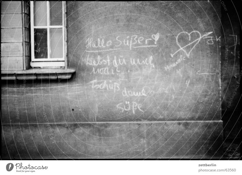 Hello sweetie Sweet Old-school Inscription Love letter Demography Wall (building) Window grafiti graffiti Information Heart Pain Zettberlin