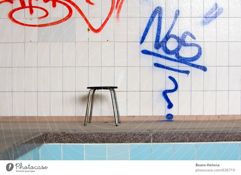 Old Blue Red Wall (building) Senior citizen Sports Healthy Wall (barrier) Gray Exceptional Swimming & Bathing Leisure and hobbies Bathtub Transience Change