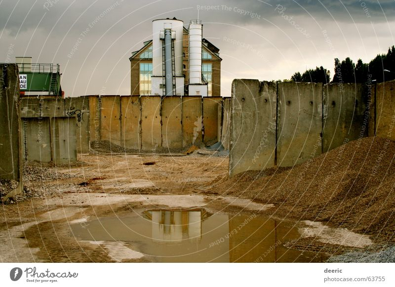 Water Dark Berlin Wall (building) Gray Sadness Building Sand Concrete Empty Industrial Photography Dreary Territory Friedrichshain Silo