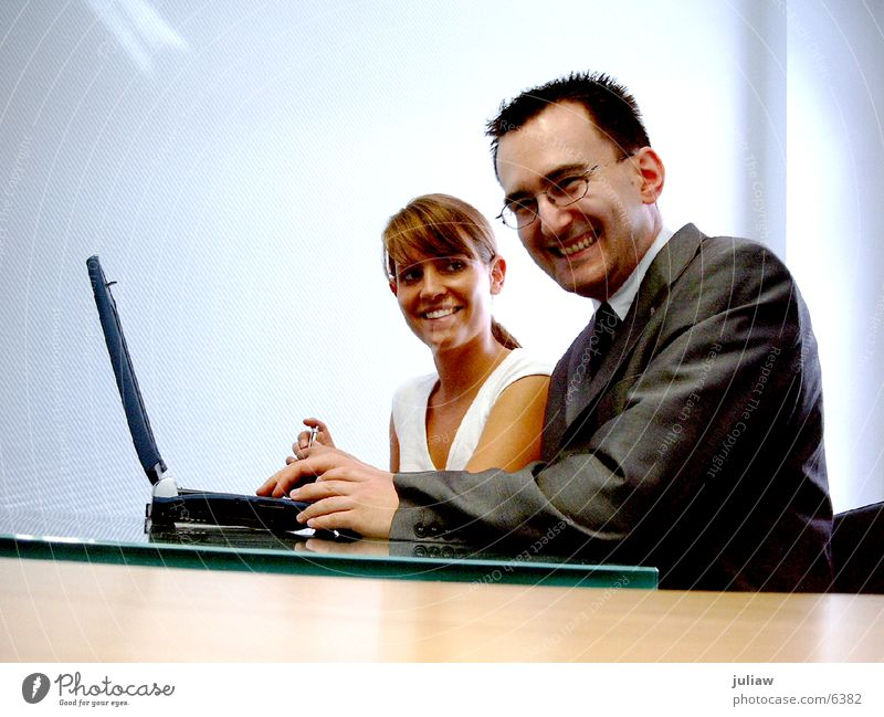 Computer To talk Human being Adults Laughter Office Couple Business Work and employment Study Happiness Young woman Help Information Technology Young man