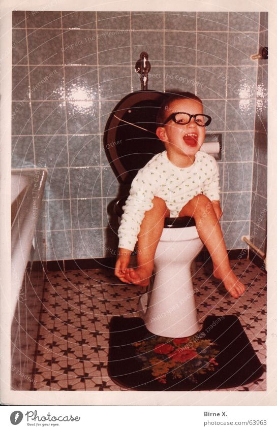 Little Tom Child Eyeglasses Bathroom Boy (child) Toilet children's photo Laughter Funny