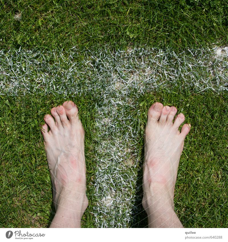launch Sports Track and Field Skin Legs Feet Toes 1 Human being Grass Meadow Characters Signage Warning sign Stripe Fitness Stand Wait Naked Athletic Green