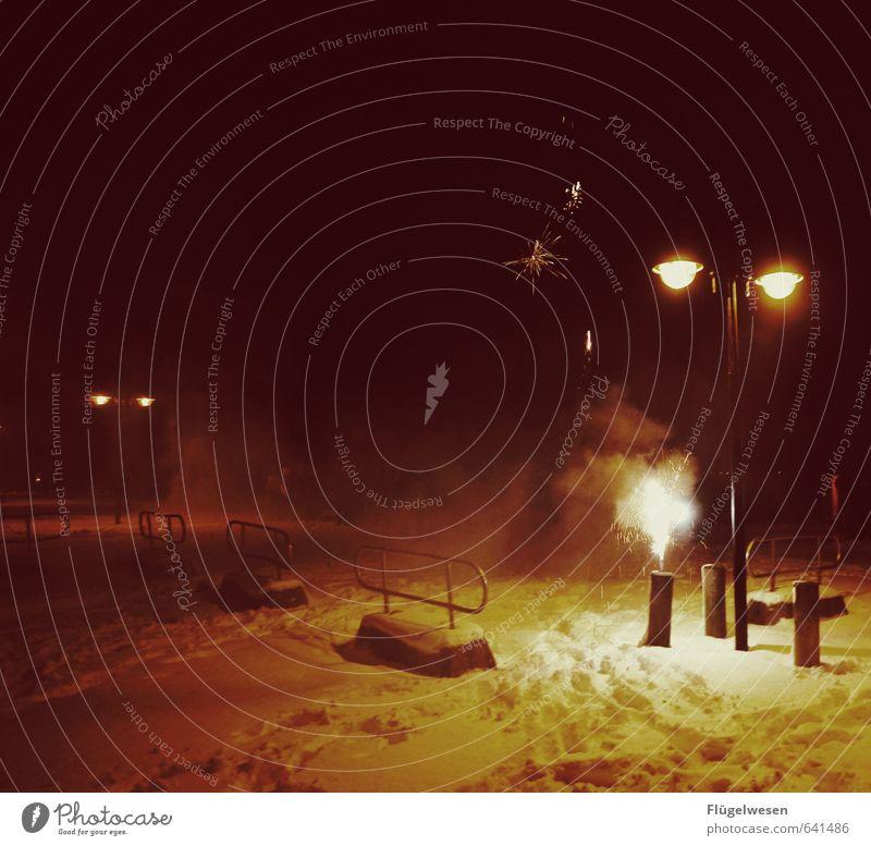Freedom Feasts & Celebrations Party Snowfall Blaze Street lighting New Year's Eve Event Firecracker Sightseeing Rocket Night life Spark Sparkler Bang