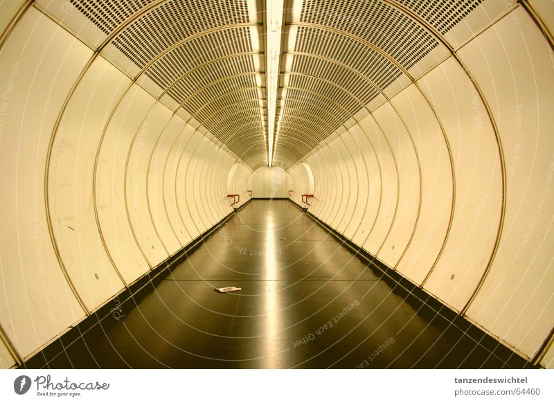 Subway. Vienna Underground Long Round Light Lanes & trails Target Corridor