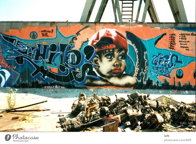 Wall (building) Graffiti Scrap metal Trash Photographic technology Mural painting