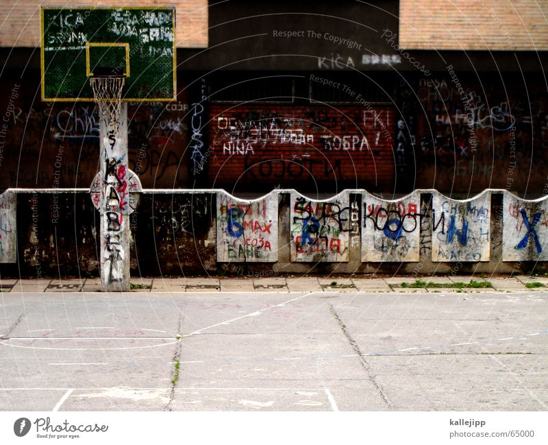 the round must be inserted into the round Basket Playing field Gloomy Grief Ghetto Town Empty Dark Sports Sadness Basketball Ball graffiti Room kallejipp
