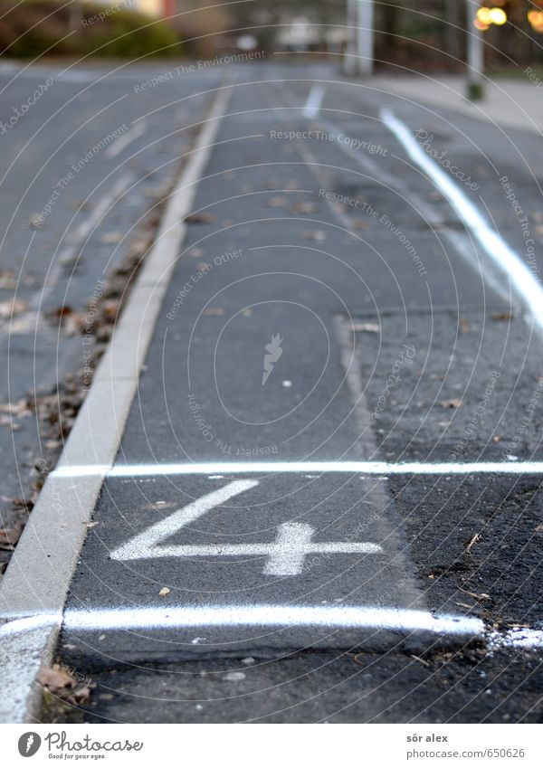 Street Gray Line Broken Transience Digits and numbers Construction site Sign Driving Stop Sidewalk 4 Traffic infrastructure Pavement Passenger traffic Town