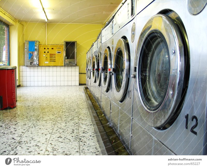 Fast & Clean ™ Laundromat Laundry Washing day Washer Tumble dryer Spin-dryer Red Yellow White 12 Speed Empty Window Fluorescent Lights Vending machine Metal Row