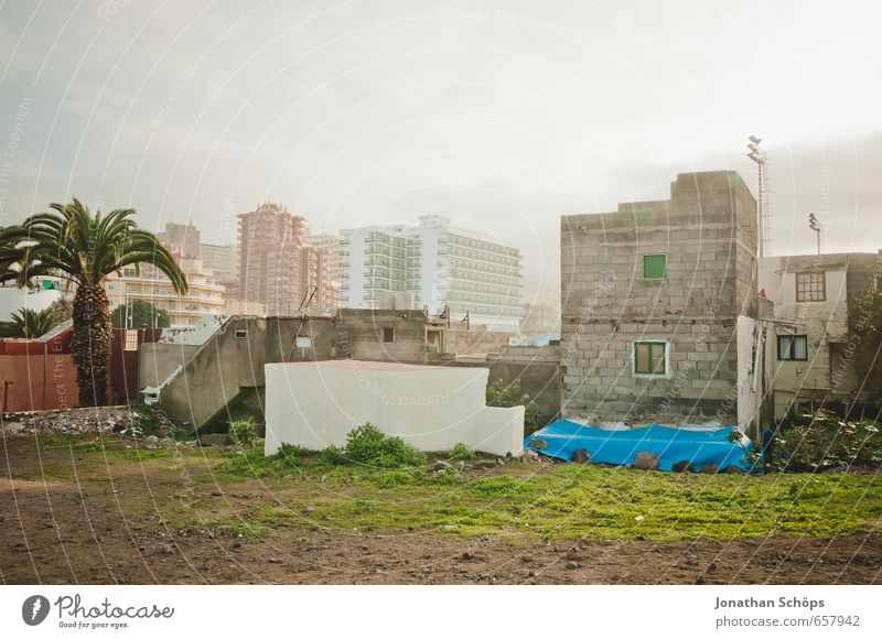 City Plant House (Residential Structure) Window Wall (building) Grass Architecture Building Wall (barrier) Facade Fog High-rise Tourism Adventure Spain