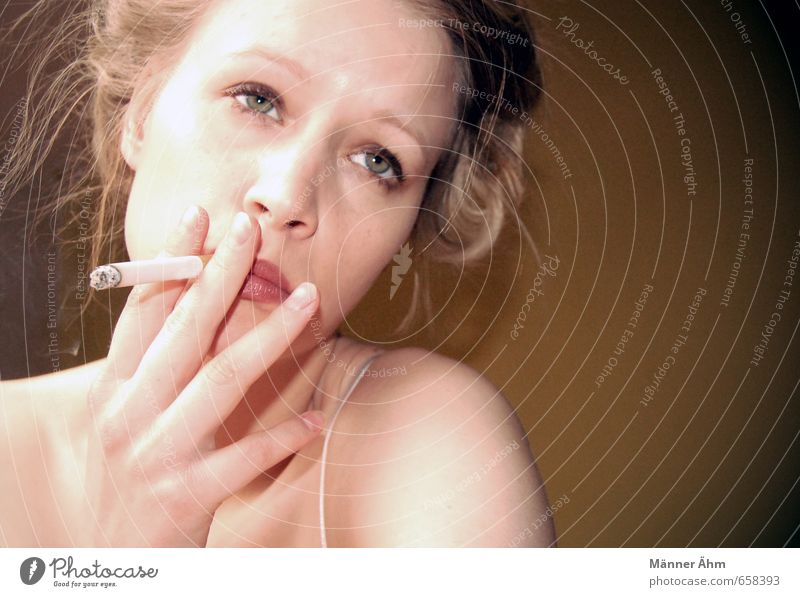 smoky Smoking Feminine Young woman Youth (Young adults) Woman Adults Skin Head Hair and hairstyles Face Fingers 1 Human being 18 - 30 years Wait Esthetic