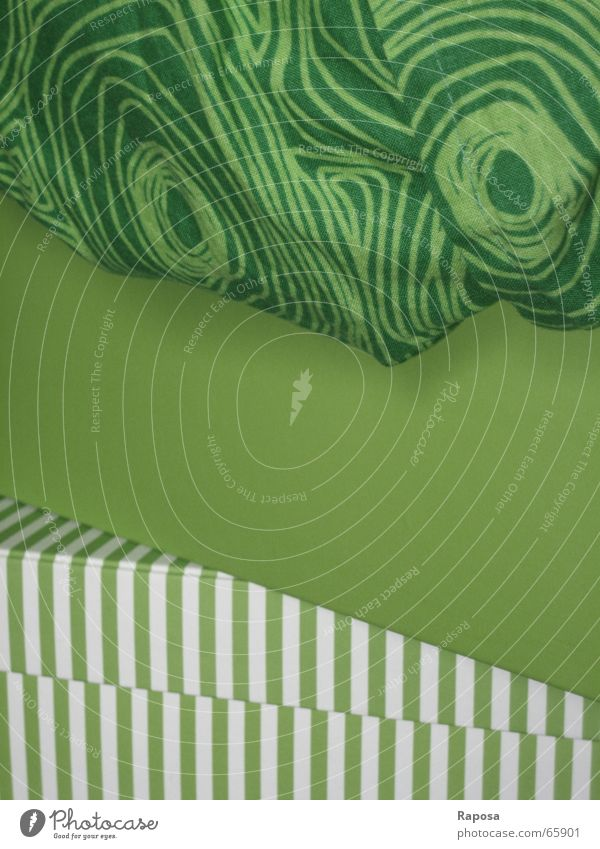 stacked green Green Bright green White Unicoloured Striped Pattern Circle Colour dark green pattern sequence from top to bottom