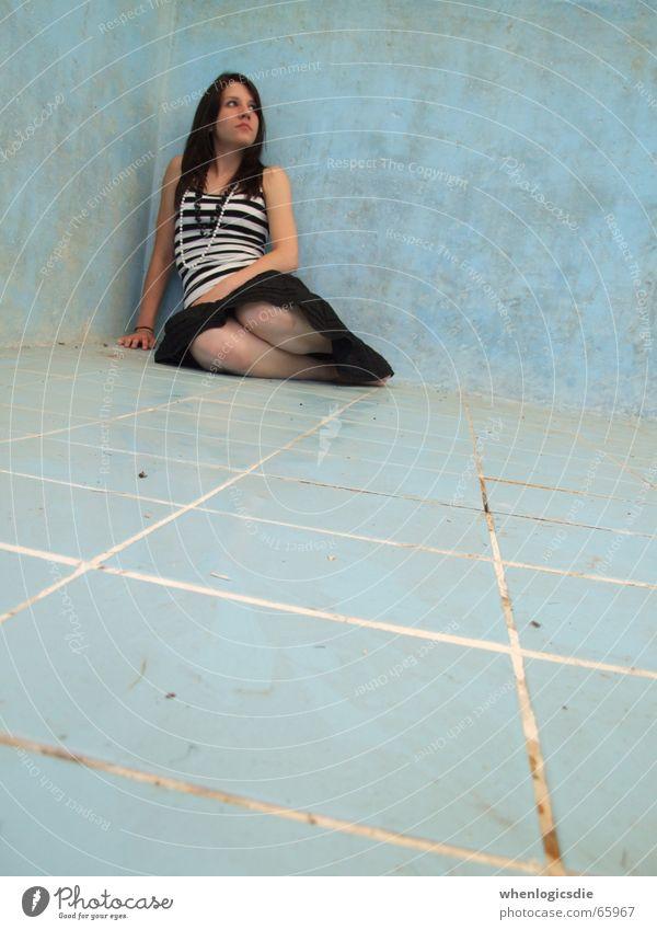feeling fine. Swimming pool Blue Floor covering plate Corner Legs Dirty