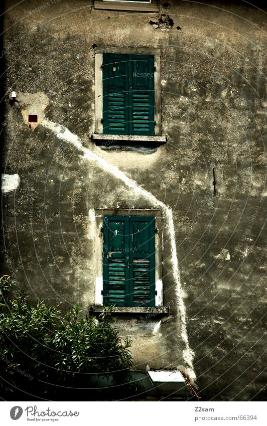 Off through the middle House (Residential Structure) Facade Window Dirty Italy Line Middle Lanes & trails