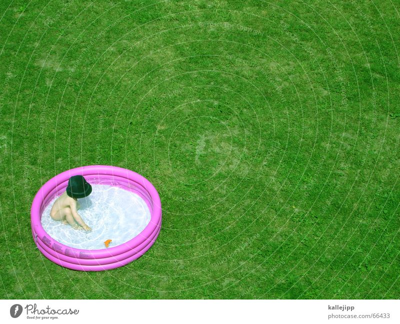 Child Vacation & Travel Playing Garden Warmth Feasts & Celebrations Leisure and hobbies Lawn Physics Refreshment UFO
