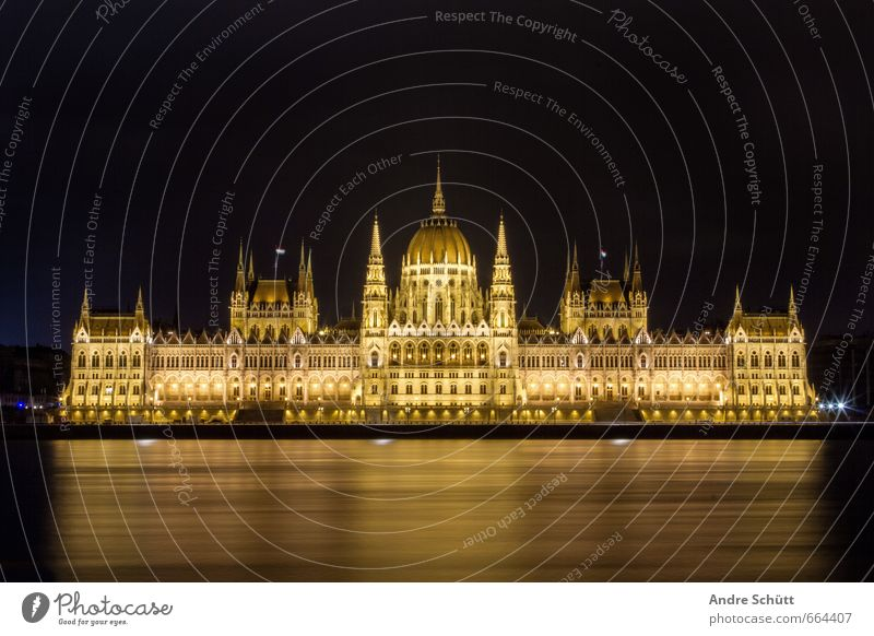 Golden Budapest Vacation & Travel Tourism Hungarian Town Downtown Palace Building Architecture Tourist Attraction Landmark Old Exceptional Beautiful Danube