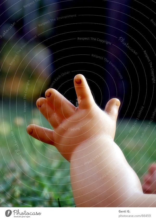Hand Meadow Grass Baby Arm Fingers Statue Doll Toddler Thumb Lift Forefinger Skin color Needy Underarm Seeking help