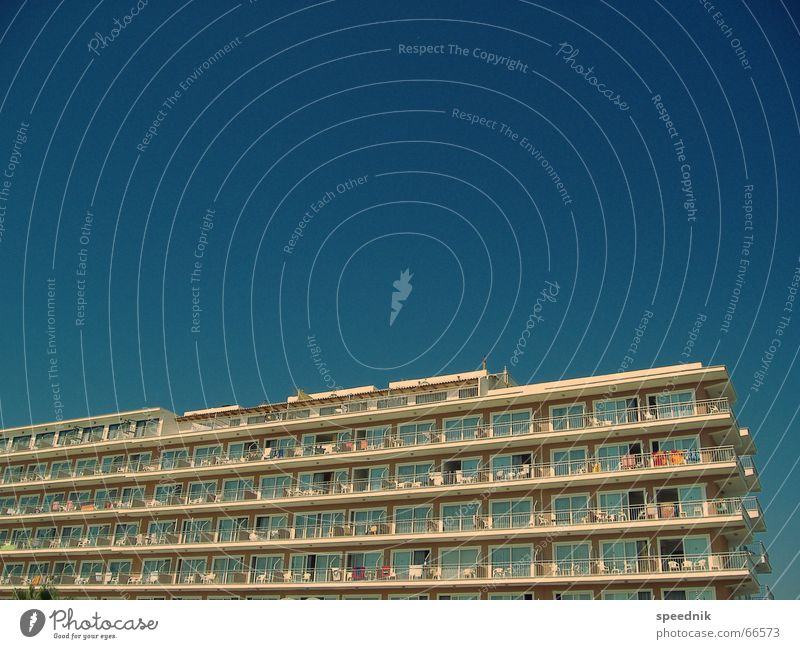 Sky Blue Summer Vacation & Travel Line Germany Tourism Hot Hotel Retirement Tourist Majorca Pushing Sardine Mass tourism