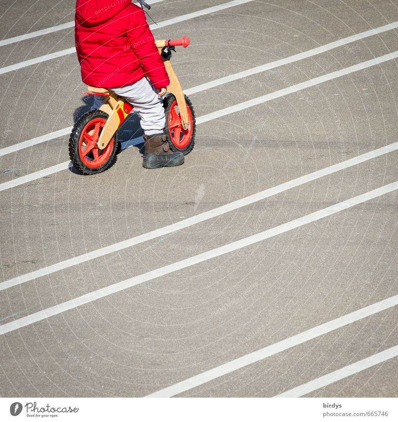 Human being Child White Red Joy Playing Gray Line Leisure and hobbies Infancy Wait Places Esthetic Cycling Asphalt Serene