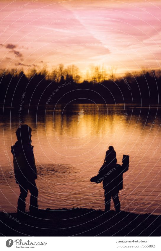 Playground lake in the evening Contentment Children's game Trip Adventure Beach Waves Human being Boy (child) Brothers and sisters Infancy 2 Group of children