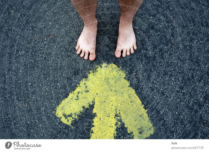 Yellow Style Feet Skin Stand Floor covering Arrow Direction Toes Tar
