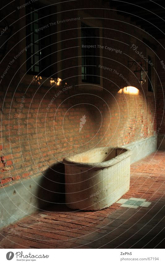 yardbath Tin Italy Light Bathroom Brick Easy Venice Wall (building) call Del old dose Farm Wall (barrier)