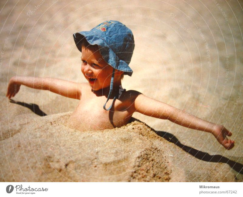 Child Summer Joy Beach Vacation & Travel Relaxation Playing Laughter Sand Coast Happiness Travel photography Joie de vivre (Vitality) Hat Cute Humor