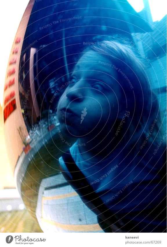 verena exploding Cheek Round Blue Reflection Sphere Bubble Face Shock