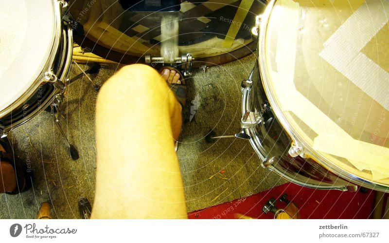 String Drum set Knee Drum Tom Tom Rehearsal room Snare