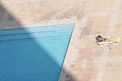 Place in the sun Contentment Relaxation Calm Swimming & Bathing Sunbathing Swimming pool Cellphone Feminine Young woman Youth (Young adults) 1 Human being