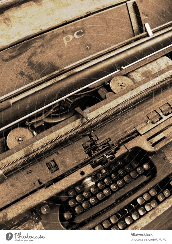 Multitaster deluxe Typewriter Ancient Rust Shabby Letters (alphabet) Discovery Mercedes dusted Untidy unloved Touch many keys Latin alphabet writing rage typo