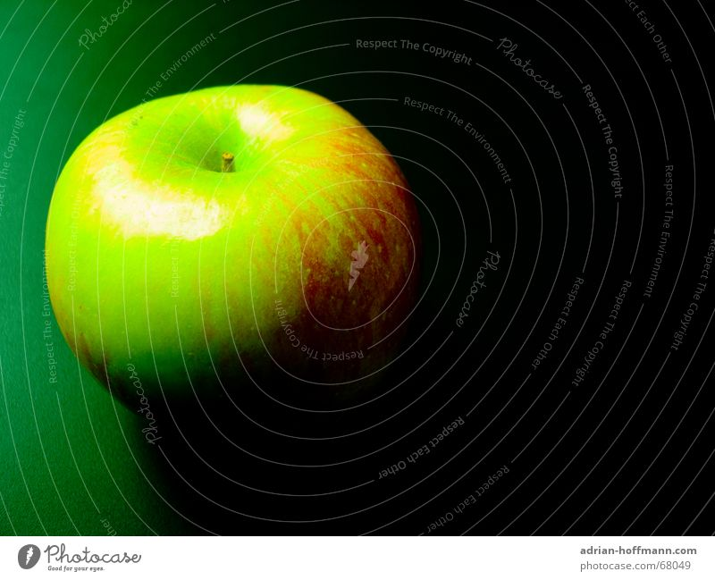 Green Red Black Fruit Threat Apple Anger Fairy tale Poison Murder Ambush Uncomfortable Poisoned