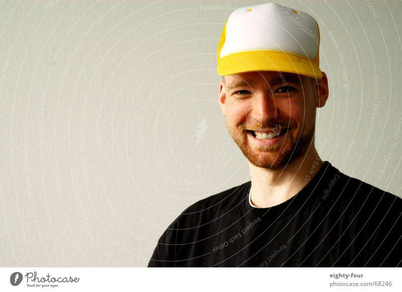 Martin 3 Portrait photograph Baseball cap Wall (building) White Facial hair Head Hat T-shirt Grinning Laughter eighty-four