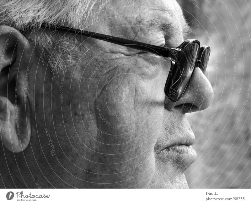 skepticism Skeptical Earnest Man Silhouette Eyeglasses Masculine Trust Watchfulness Audience Human being Senior citizen 82 years Profile Single-minded Mouth