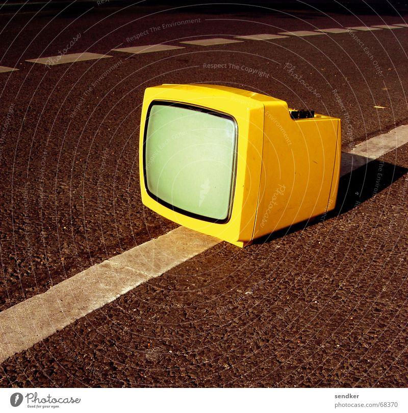 Loneliness Yellow Street Retro TV set Statue Bulk rubbish