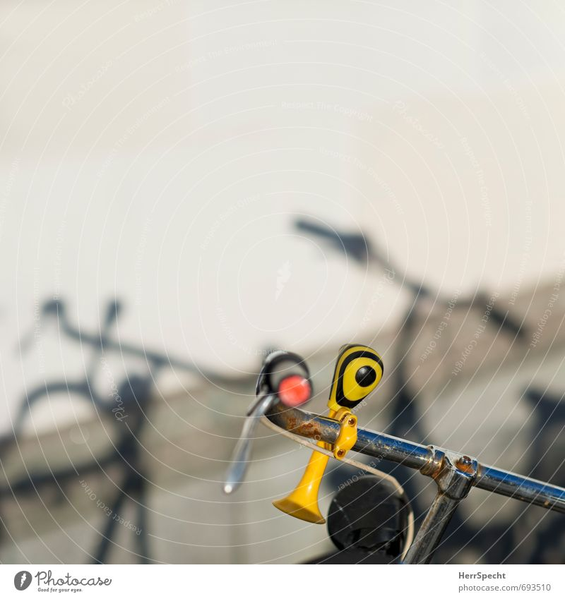 jolly Transport Passenger traffic Cycling Bicycle Yellow Old Rust Horn Striped Parking Distinctive Wall (building) Shadow play Handlebars Bicycle handlebars