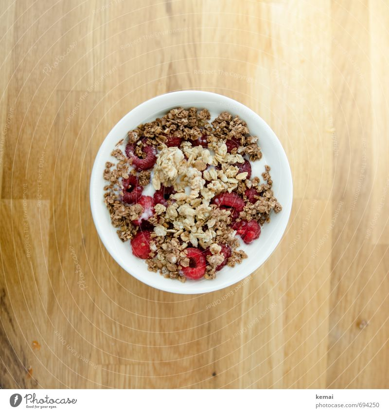 Moin. Breakfast. Food Dairy Products Fruit Grain Cereal Raspberry Nutrition Organic produce Vegetarian diet Slow food Milk Bowl Living or residing