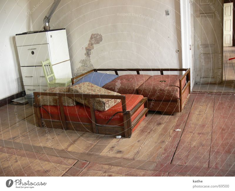 Wall (building) Room Dirty Door Bed Putrefy Sofa Shabby Ancient Parquet floor Hall Shack Air mattress
