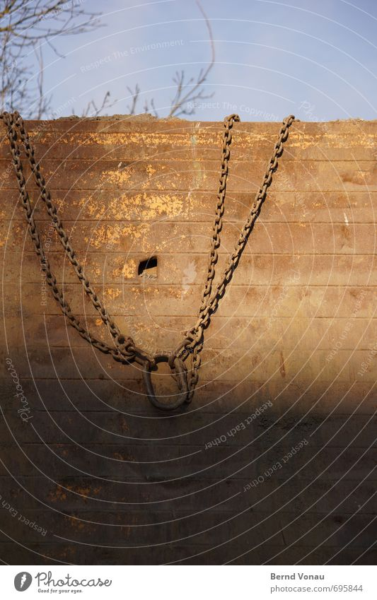 necklace Sky Sun Sunlight Beautiful weather Tree Blue Brown Gray Black Construction site Chain Chain link Wall (building) Dig Dirty Hang Build Jewellery