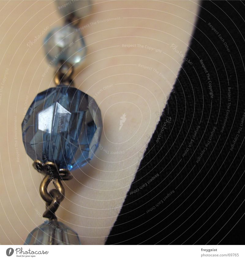 pearls Pearl necklace Polished section Corner Sharp-edged Black Woven Cloth Complexion Chain Blue Structures and shapes Skin