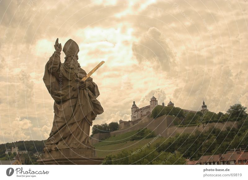 rays of hope Statue Posture Light Clouds Fortress Stone petrified Sky sky opening bright eyes würzburgfranken Castle