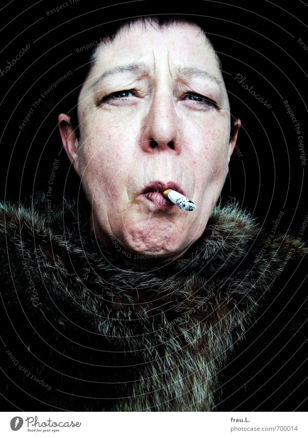 Voilà! Woman Adults Female senior Face 1 Human being 60 years and older Senior citizen Fur coat Pelt Black-haired Short-haired Smoking Old Uniqueness Vice Lust