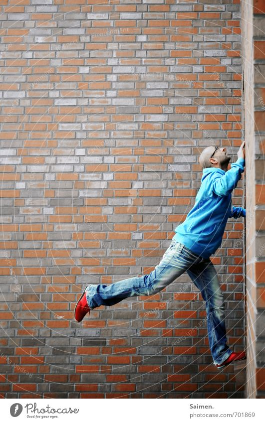 urban climbing 2.0 Human being Masculine Man Adults Body 1 18 - 30 years Youth (Young adults) Wall (barrier) Wall (building) Facade Power Brave Determination