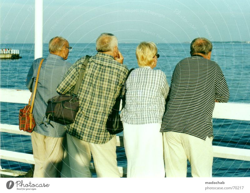 Senior citizen Water Adults Relaxation Coast Group Couple Trip Tourism To go for a walk Human being Vacation & Travel Handrail Serene To enjoy Female senior