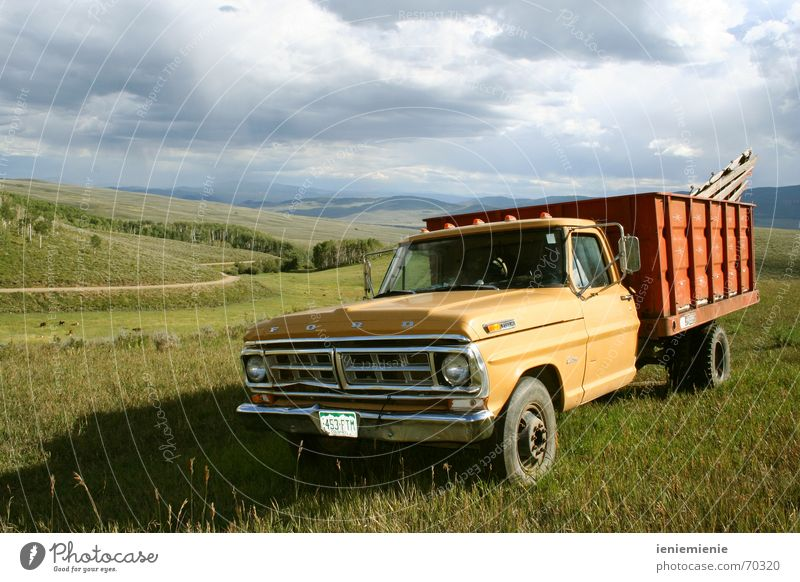 Pick me Up Vintage car Pick-up truck Countries Western Colorado Nostalgia Driving country ford Rust Old fun Car Truck