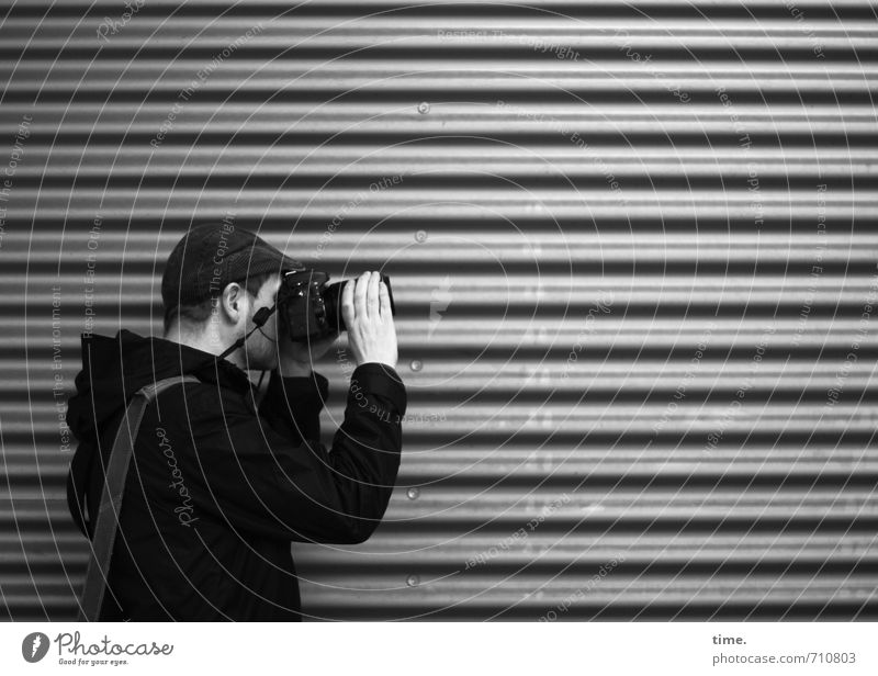 Human being City Wall (building) Lanes & trails Wall (barrier) Metal Leisure and hobbies Masculine Stand Tourism Photography Observe Communicate Planning Curiosity To hold on