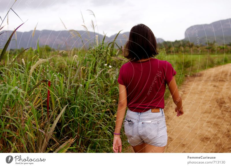 Viñales. (II) Feminine Young woman Youth (Young adults) Woman Adults 1 Human being 13 - 18 years Child 18 - 30 years Nature Landscape Adventure Contentment
