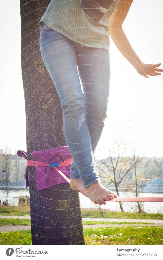 Human being Woman Youth (Young adults) Adults Feminine Feet Power Joie de vivre (Vitality) Balance Acrobatics Funsport Dexterity Body control