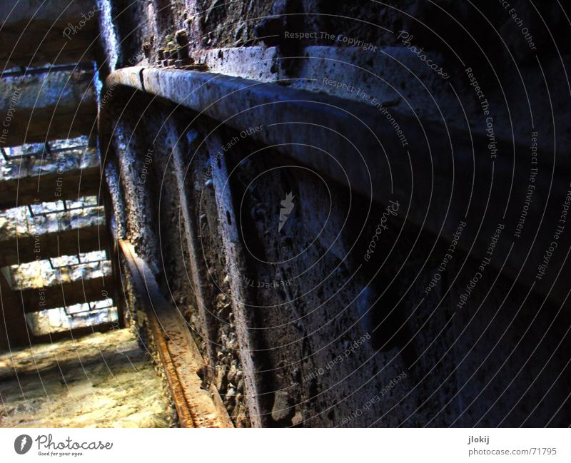 tilting technology Tunnel Railroad tracks Decline Light stable lateral position Dirty Rust Old Shadow rail